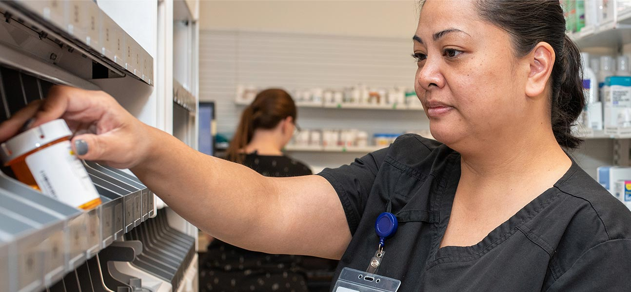 woman at pharmacy helping find a doctor near me